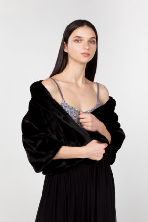 chaqueta de pelo sintético negra frontal