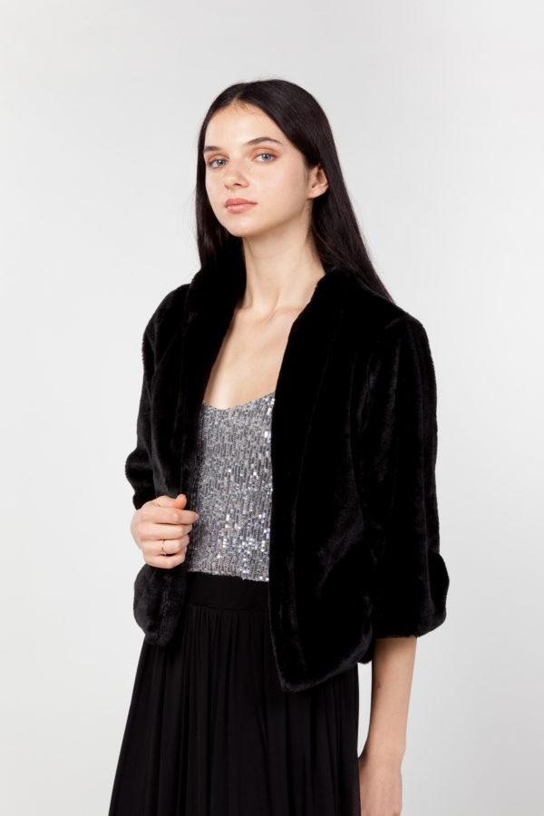 chaqueta de pelo sintético negra lateral