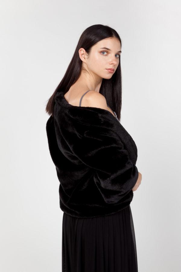 chaqueta de pelo sintético plateada espalda