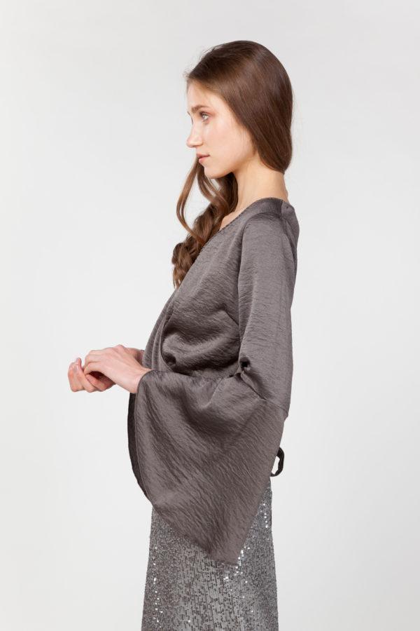 Blusa mangas anchas cruzada lateral