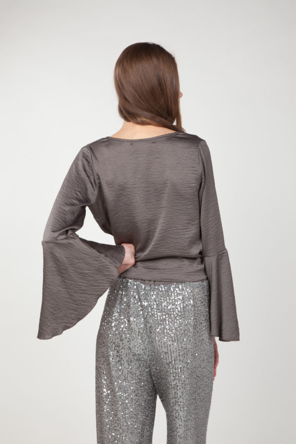 Blusa mangas anchas cruzada espalda
