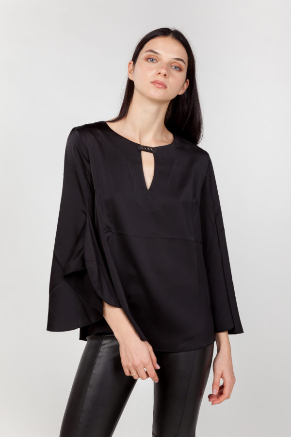 blusa mangas anchas negra frontal