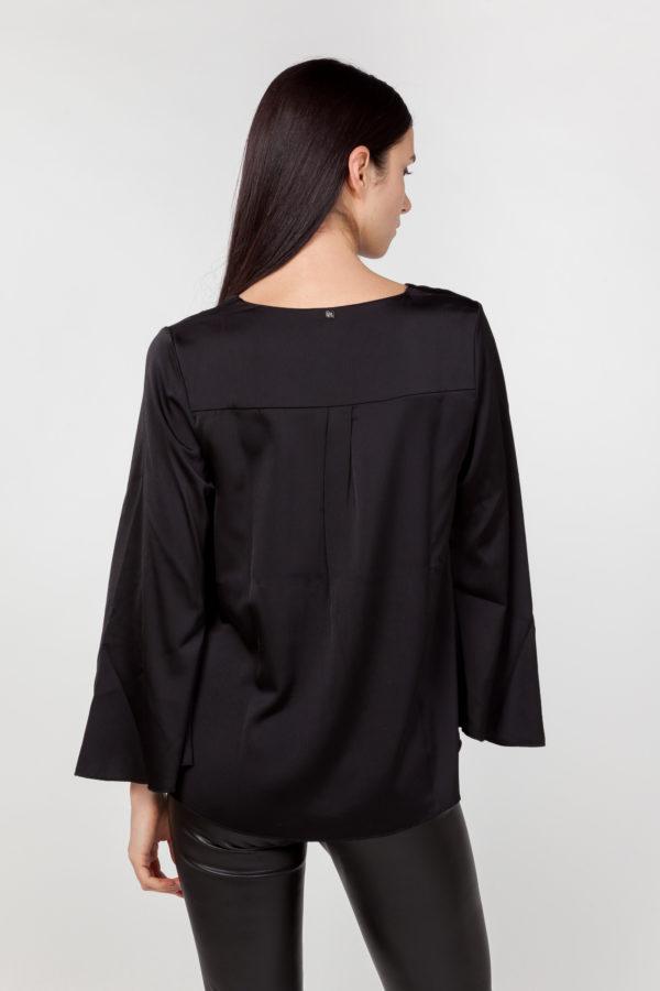 blusa mangas anchas negra espalda