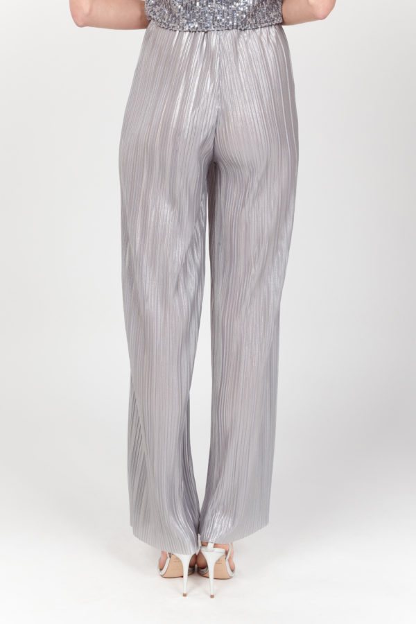 pantalon plisado plateado espalda