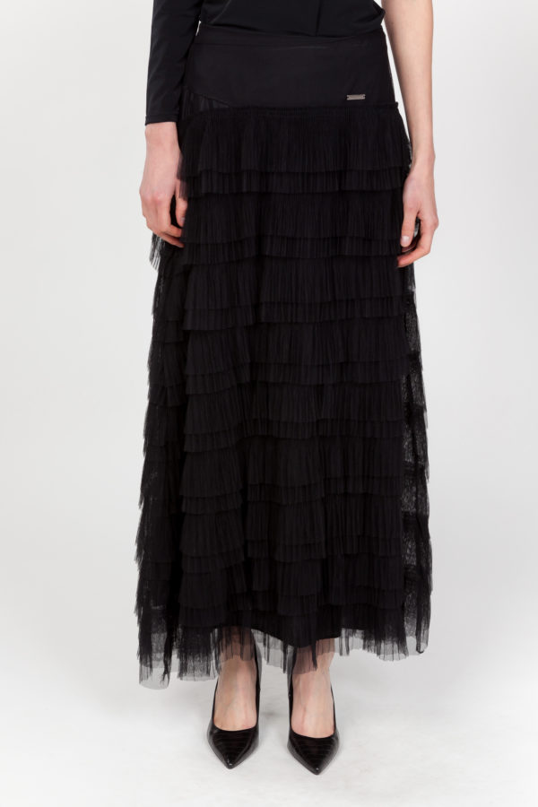 falda negra frontal