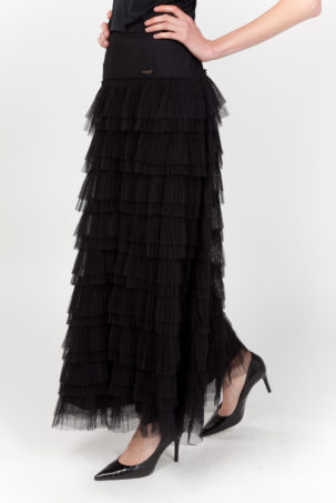 falda negra lateral