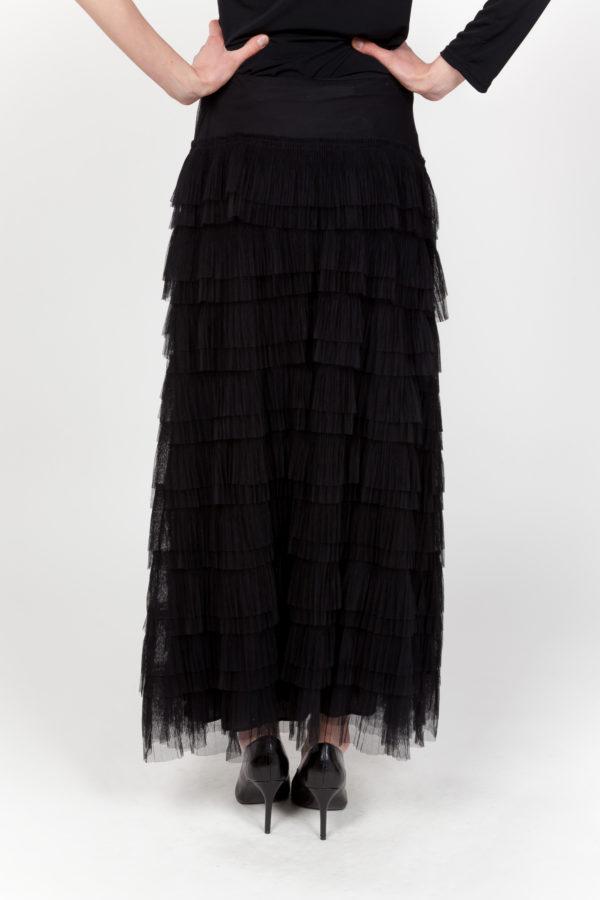 falda negra espalda