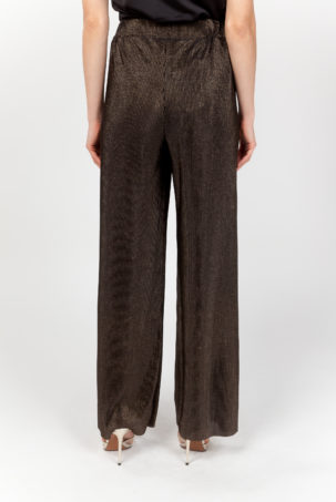 pantalón plisado dorado espalda