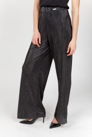 pantalón plisado negro frontal 2