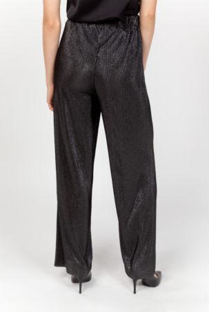 pantalón plisado negro espalda