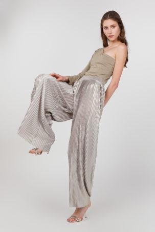 pantalon plisado brillante