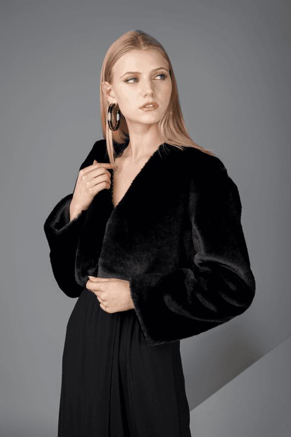 jaqueta bullock negra pelos