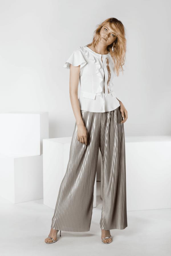 foto blusa blanca con mangas de flecos Gabri entero