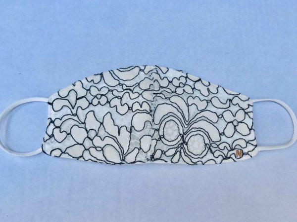 mascarilla con bordado moderno